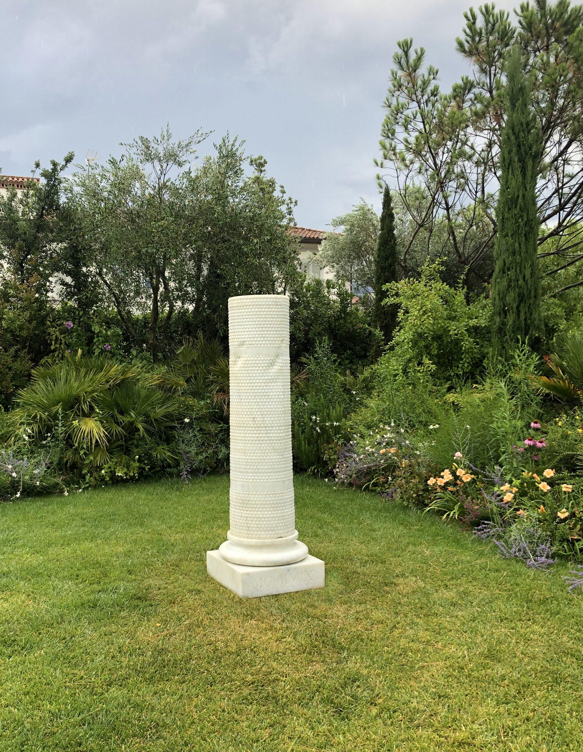 Michele Chiossi scultura Bubble Architour, 2009  marmo bianco statuario colonna classica classicità bubble wrap pluriball imballaggio