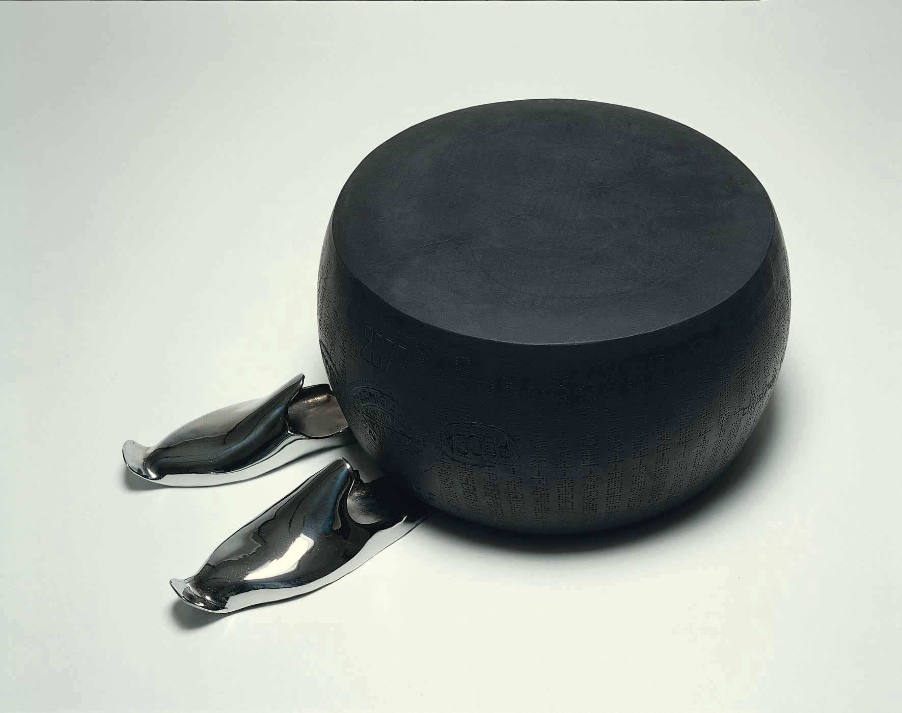 Michele Chiossi Wheel of desire, 2000 gomma uretanica, bronzo cromato Parmigiano Reggiano scultura babbucce Mille e una Notte marchiatura d'origine costellazione
