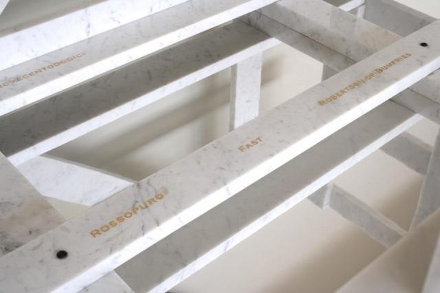 Michele Chiossi La Cage Aux Ciocca, 2006  marmo bianco statuario, acciaio verniciato, foglia d'oro  95x160x110cm base cassa imballaggio trasporto azienda scultura specchio riflessione