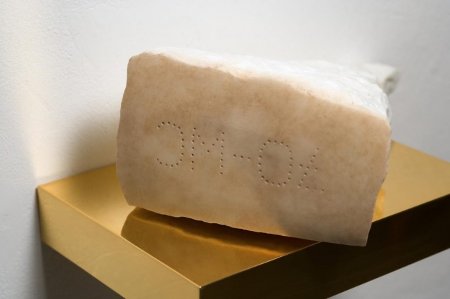 Michele Chiossi Holy P.R., 2007  marmo statuario, ottone dorato scultura Parmigiano Reggiano santuario montagna rifugio croce sacralità food cibo vetta marchiatura d'origine
