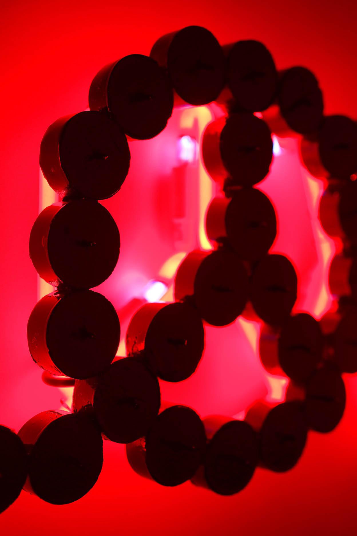 Michele Chiossi LOVE LEGEND, 2008  resine polimeriche, acciaio, car paint, neon rosso red amore leggenda leggendario scultura simbolo pace pacifismo luce lumini