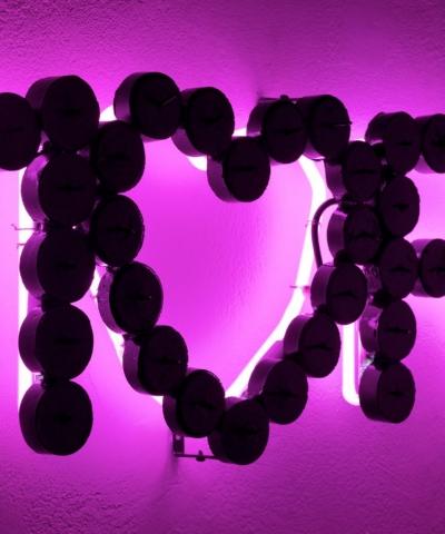 Michele Chiossi MORE LOVE, 2009  resine polimeriche, acciaio, Jaguar car paint, neon amore lumini scultura rosa retroilluminazione cuore