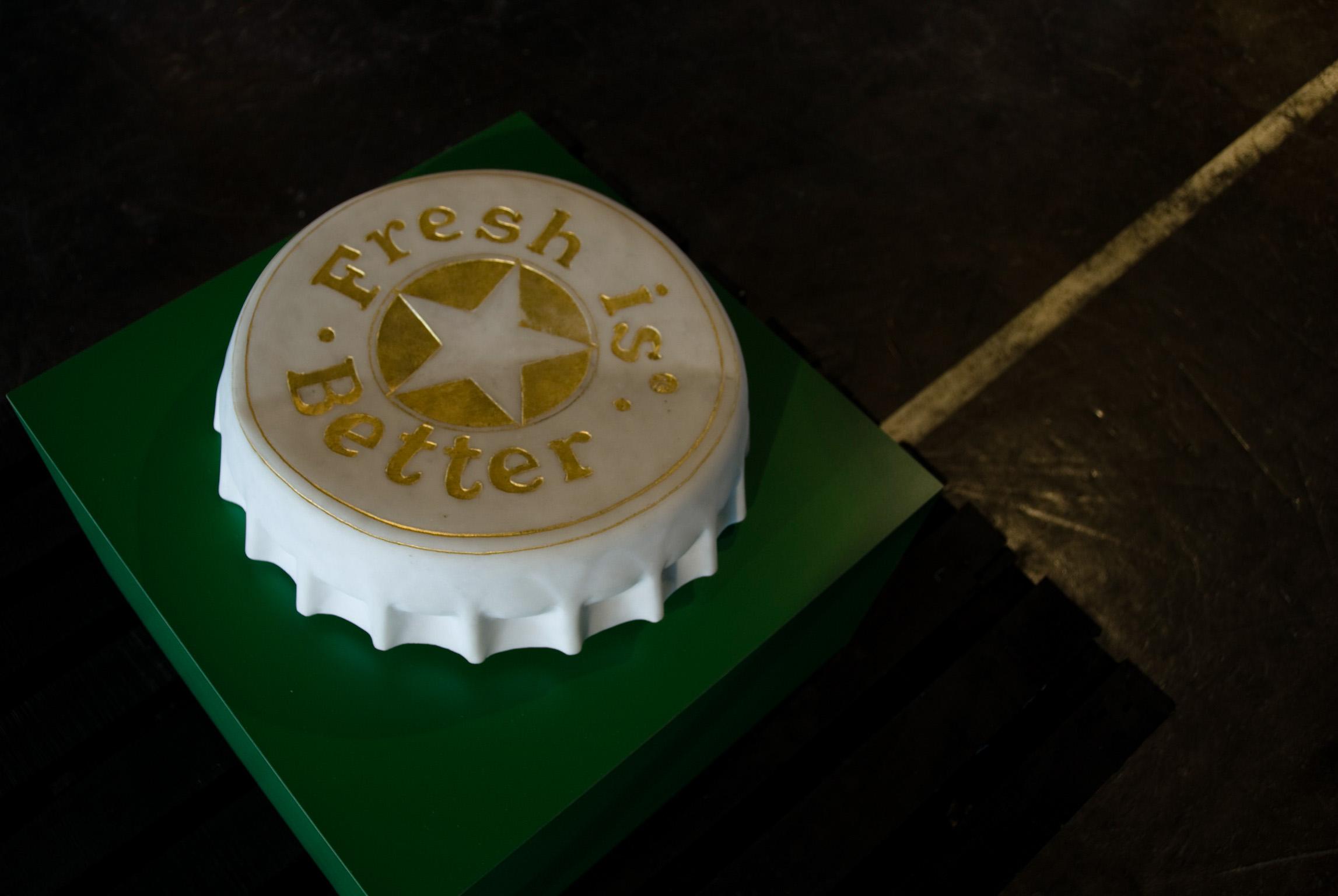 Michele Chiossi Fresh is Better, 2006  marmo statuario, foglia d'oro  base in laminato Heineken birra tappo scultura verde reused stappato stappare riciclaggio