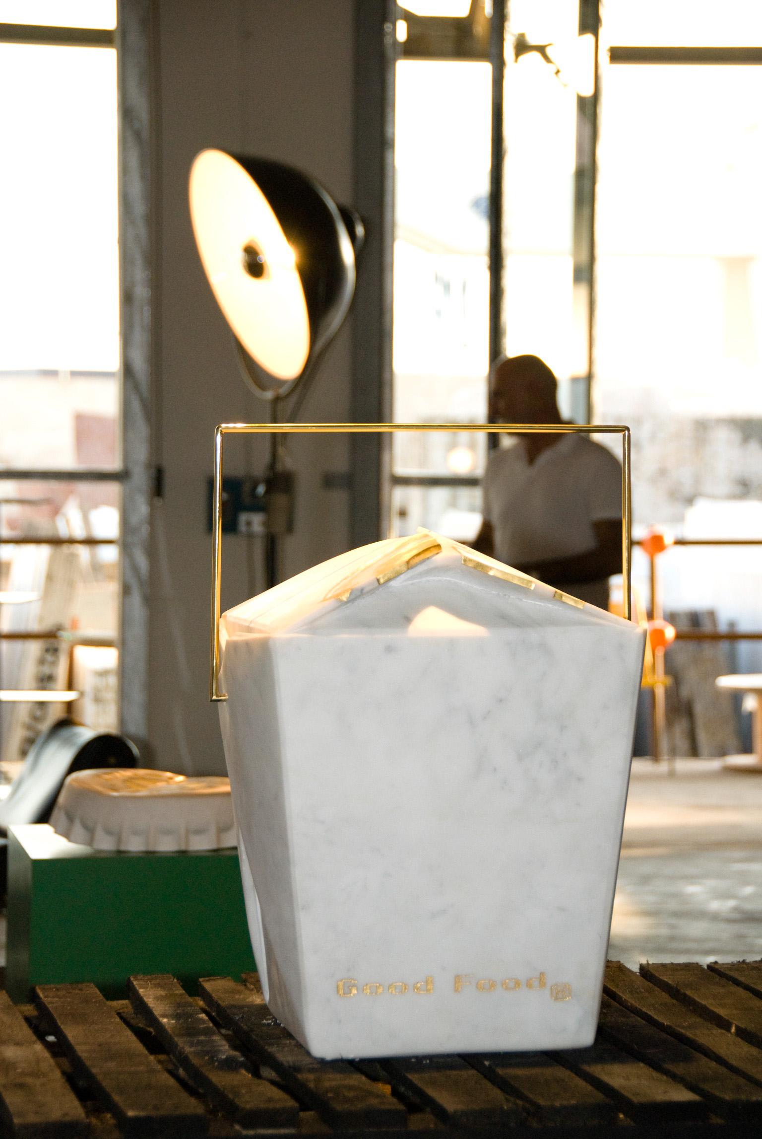 Michele Chiossi Good Food, 2008 marmo bianco statuario, ottone lucidato, foglia d'oro scultura prospettiva installazione contenitore cibo installazione mostra