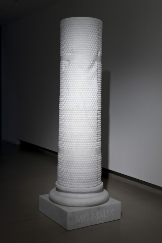 Michele Chiossi Bubble Architour, 2009  marmo bianco statuario colonna classicità pluriball bubble wrap scultura