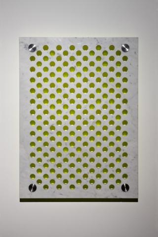 Michele Chiossi marmo plexiglas acciaio dot astrazione giallo fluorescente  percezione optical punto scultura