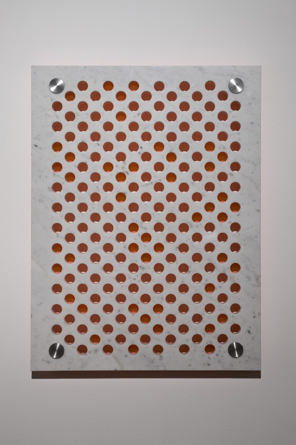 Michele Chiossi marmo plexiglas ac arancio fluorescente ciaio dot astrazione percezione optical punto scultura