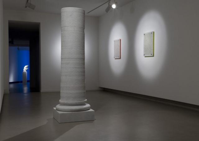 Michele Chiossi scultura colonna pluriball marmo classicità