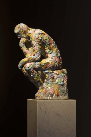 Michele Chiossi Mumble Mumble Gum, 2009  resina e caolino,  car paint e marmo Pensatore Rodin scultura chewing-gum modellato