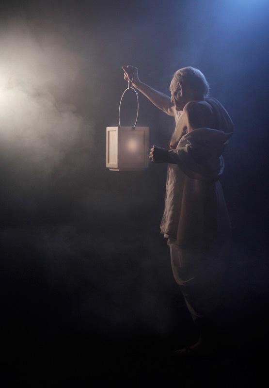 Michele Chiossi Diogene's Rêverie, 2010  Lambda print  vecchio saggio lanterna luce conoscenza scultura fotografia candela