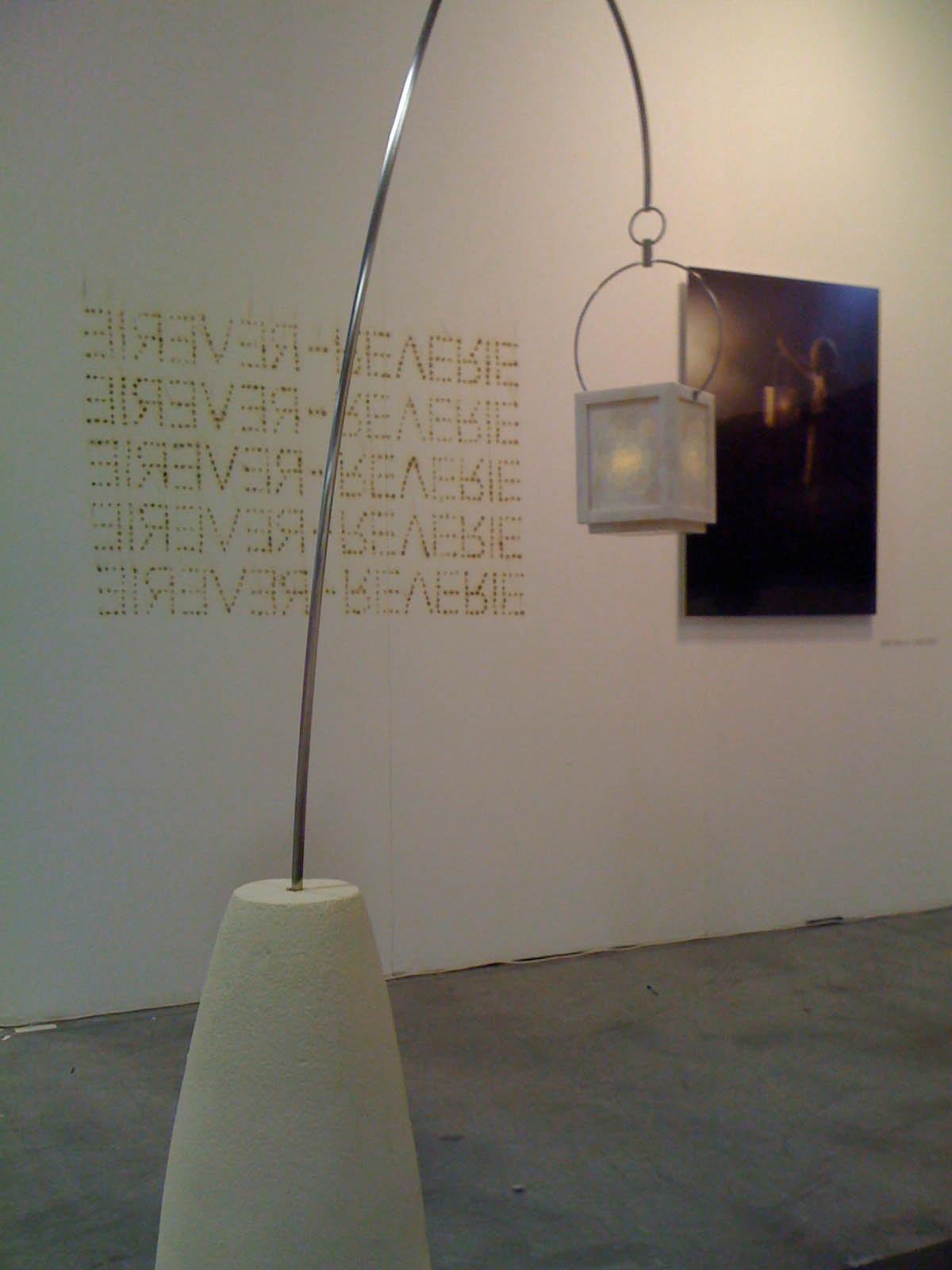 Michele Chiossi Rêverie, 2010  marmo Namibia, acciaio,  cera, cemento Diogene luce scultura installazione