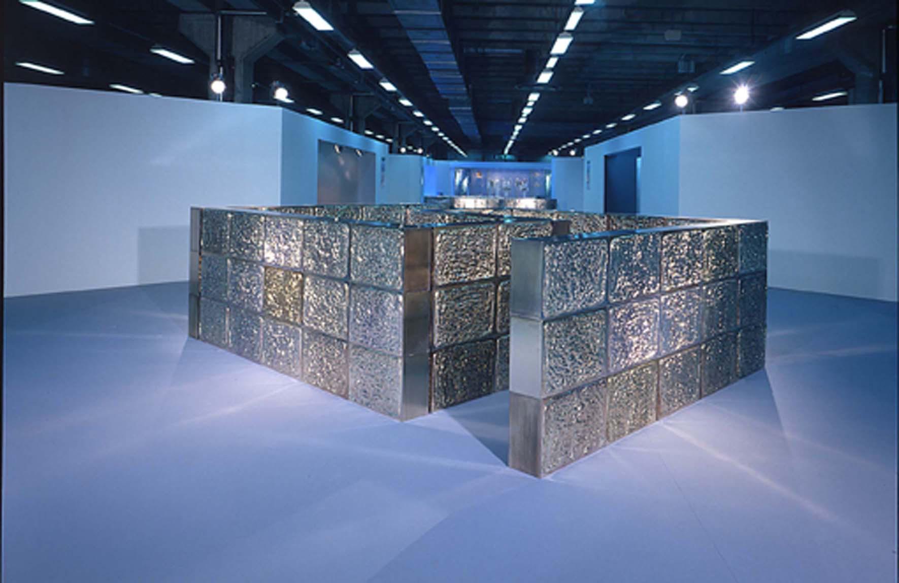Michele Chiossi Labirinto, 2003 installazione FUTURSHOW Bologna focaccia percorso zigzag mattoni food riflessione specchio bugnato architettura scultura