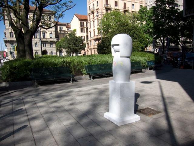 Michele Chiossi LOL Doll (det), 2011 marmo statuario, smalti CHANEL  love Giappone kokeshi la grande onda Hokusai scultura cuore zigzag