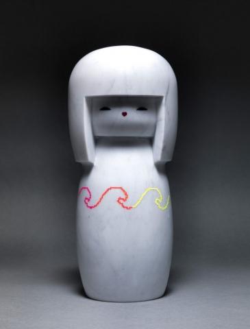 Michele Chiossi Baby LOL Doll, 2011  marmo statuario, smalti CHANEL kokeshi Giappone scultura obi love la grande onda