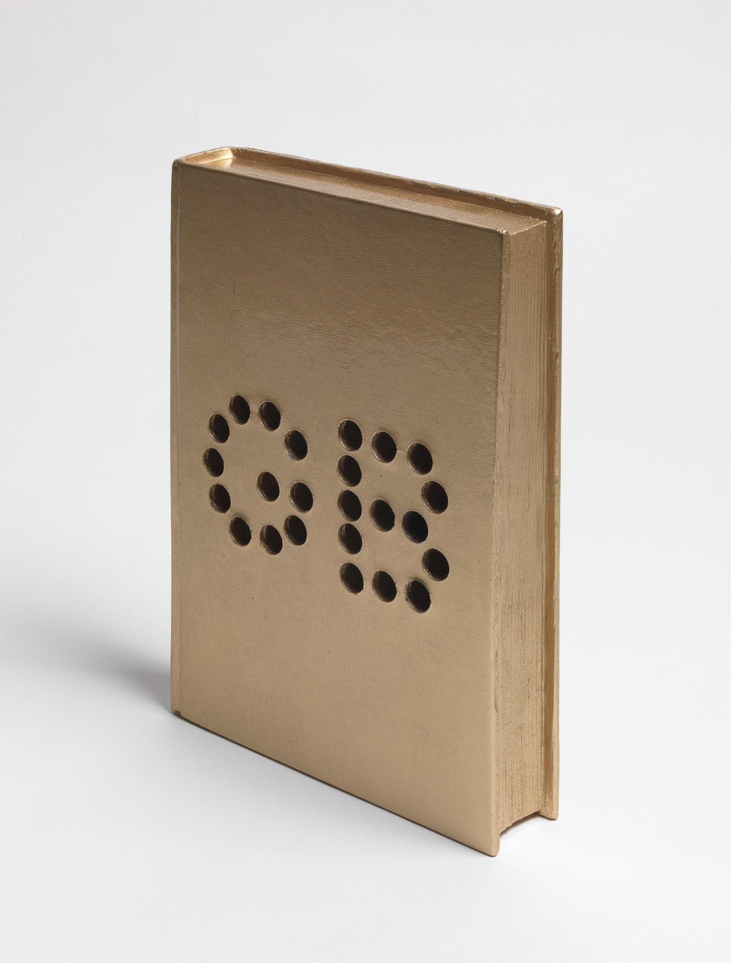 Michele Chiossi Golden Book, 2010  resina e caolino, car paint  oro libro diario sogni aurei segreti ambizioni scultura
