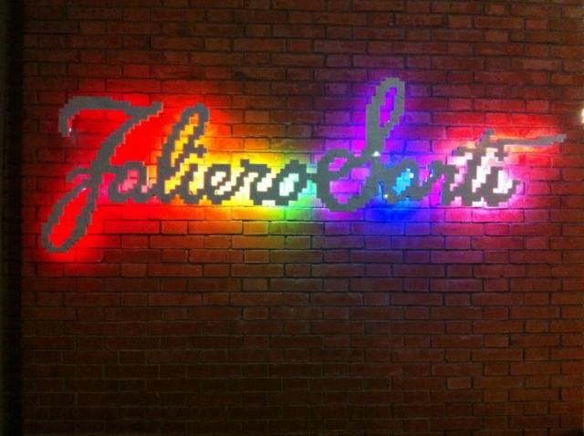 Michele Chiossi Inky Rainbow, 2012  marmo statuario, acciaio, neon  Faliero Sarti zigzag scultura logo