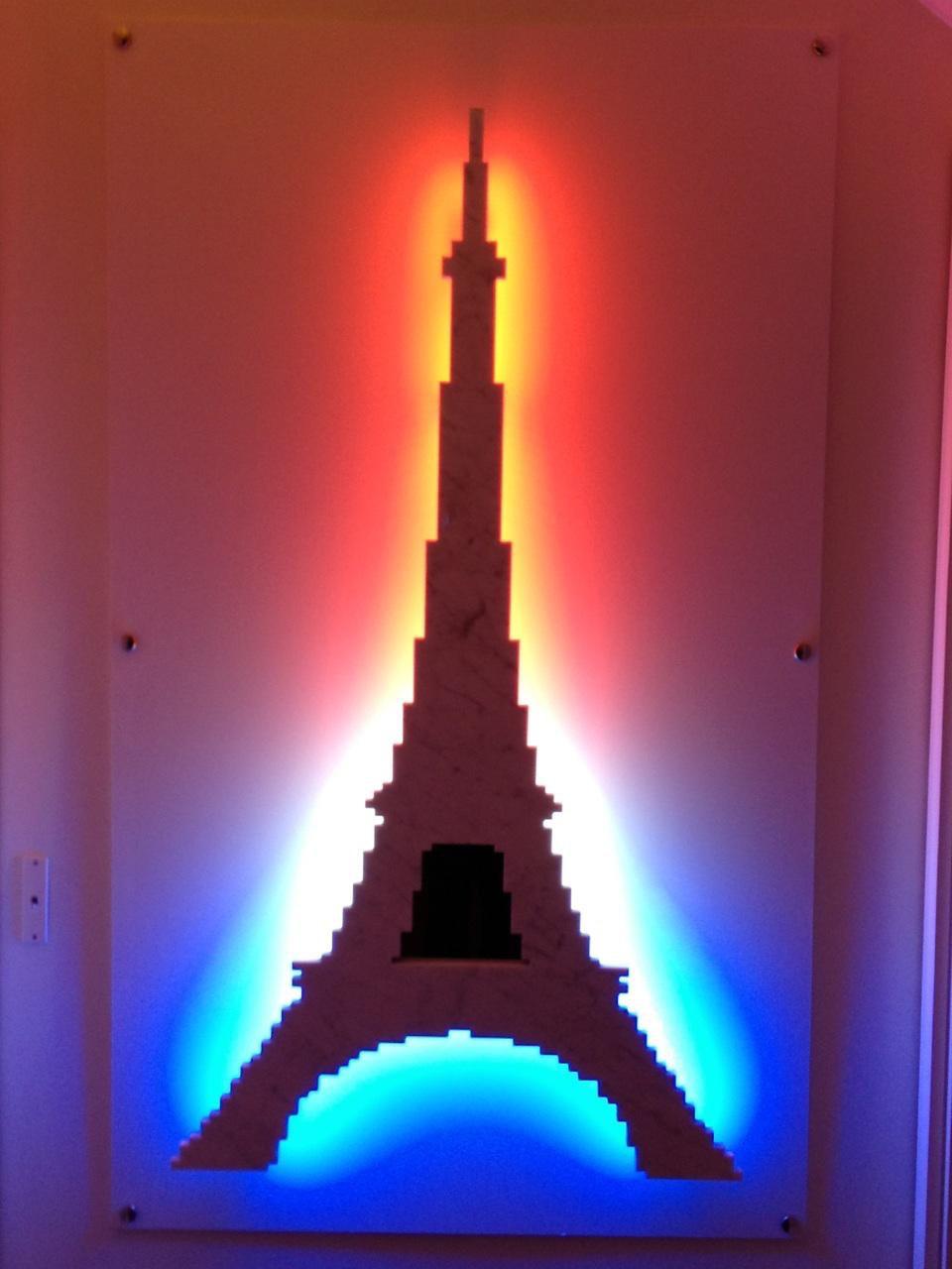 Michele Chiossi La Parisienne, 2011  marmo statuario, acciaio, neon Tour Eiffel scultura zigzag