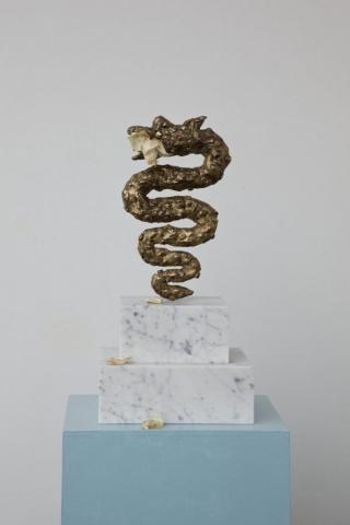Michele Chiossi RAW, 2014   bronzo dorato, marmo e rosa   65x30x10 cm Panettone Milano food cibo Biscione Vanitas scultura