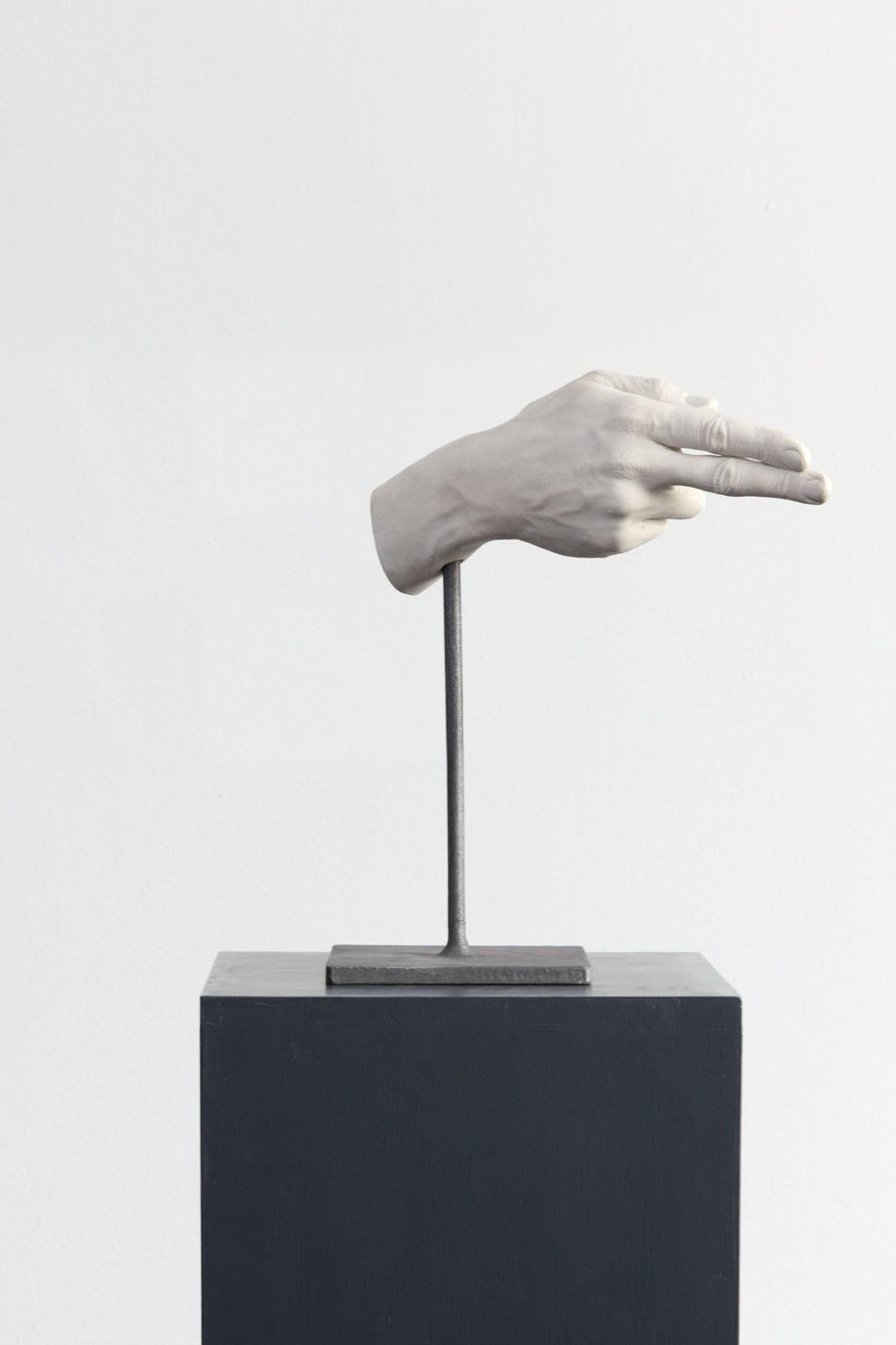 Michele Chiossi 14/05/1977, 2014   gesso ceramico, resina, ferro   35x30x10 cm gesti mano sparare emoji emoticon