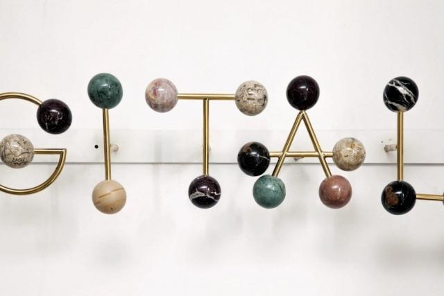 Michele Chiossi HANGITALL, 2014 marmi policromi, ottone lucidato dot punto marmo Eams macchina da musica spartito musicale scultura