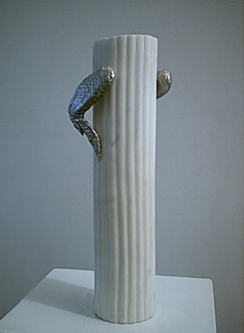 Michele Chiossi Nike of Time, 2002 marmo statuario, bronzo cromato scultura food rigatone Vittoria alata ali di pollo totem
