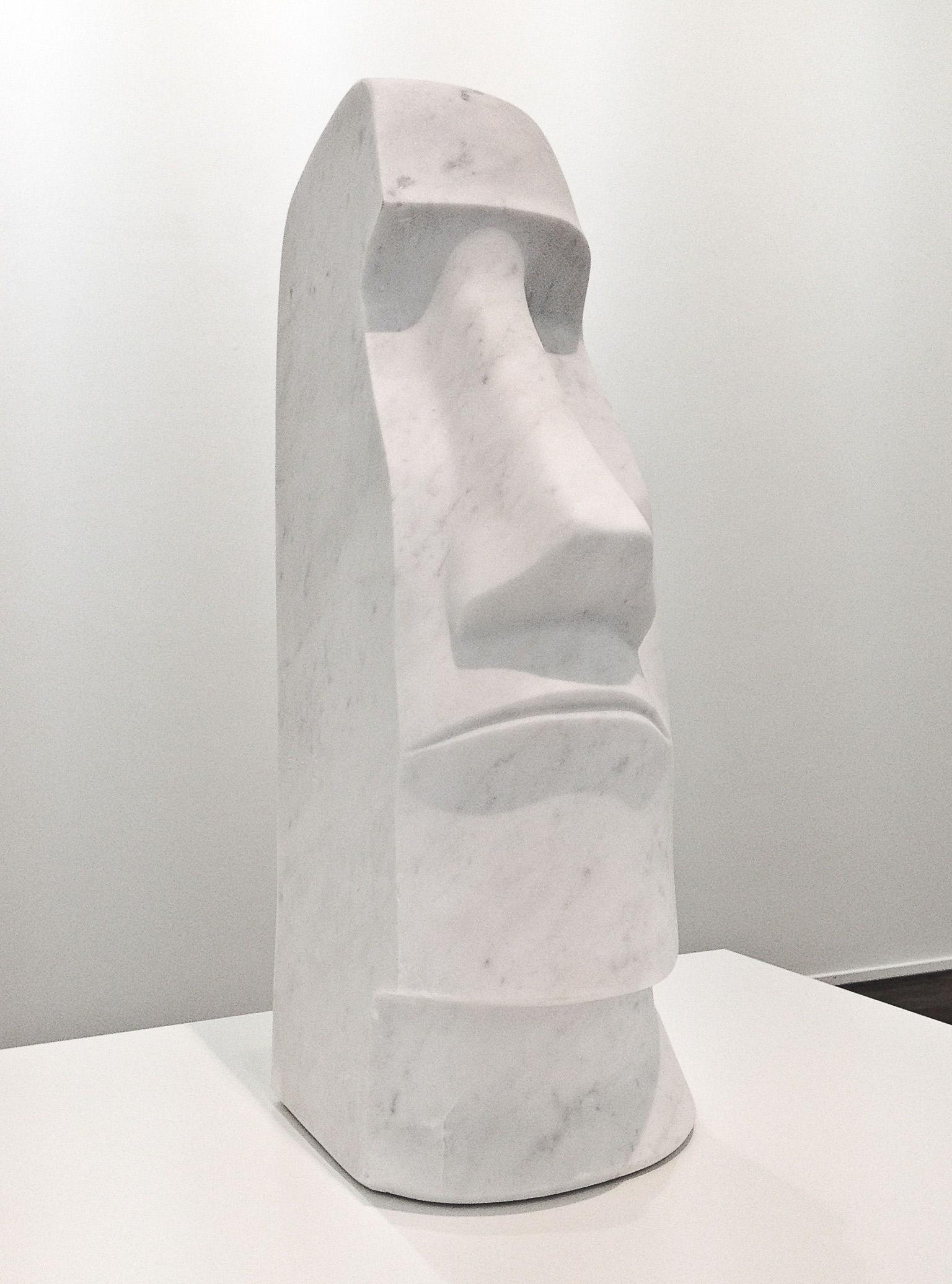 Emoji, 2015 marmo statuario  60x30 cm Moai primitivismo scultura statuaria emoticon