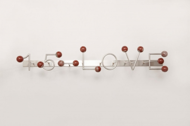 Michele Chiossi 15-LOVE, 2017 marmo rosso Francia Languedoc Classico, acciaio  95x18x16 cm macchina da musica dot punto spartito musicale ombra tennis scultura