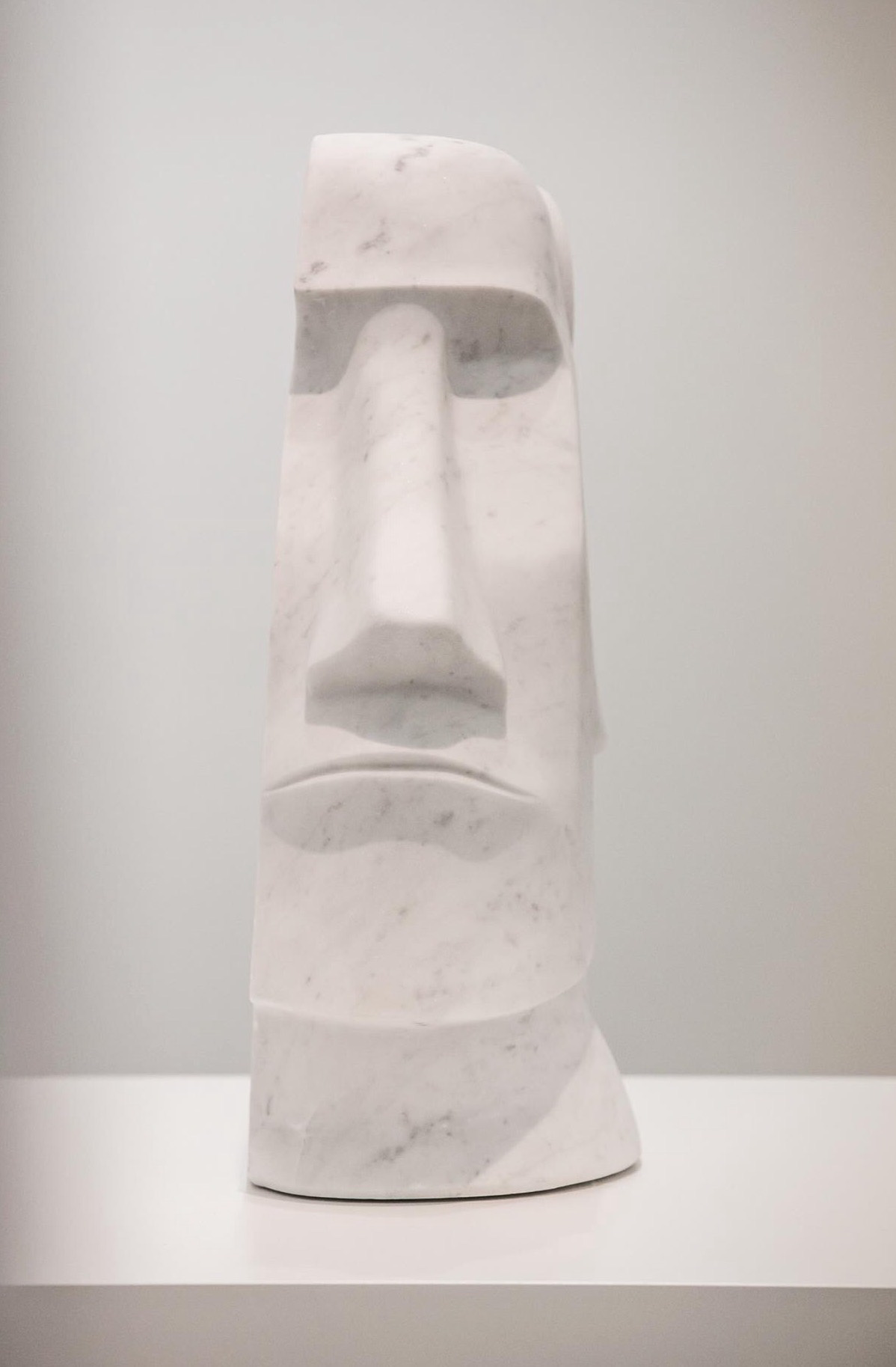 Emoji, 2015 marmo statuario  60x30 cm Moai scultura primitivismo emoticon statuaria