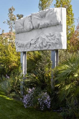 marmo Altissimo, acciaio  350x200x60 cm tributo Felix Gonzales Torres letto billboard
