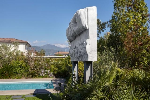 marmo Altissimo, acciaio  350x200x60 cm tributo Felix Gonzales Torres billboard