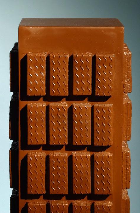 Michele Chiossi JUNK-SNACK: THE MALL,  2004 vetroresina, car paint scultura food junk merendine Fiesta cibo spazzatura cioccolato architettura palazzo grattacielo
