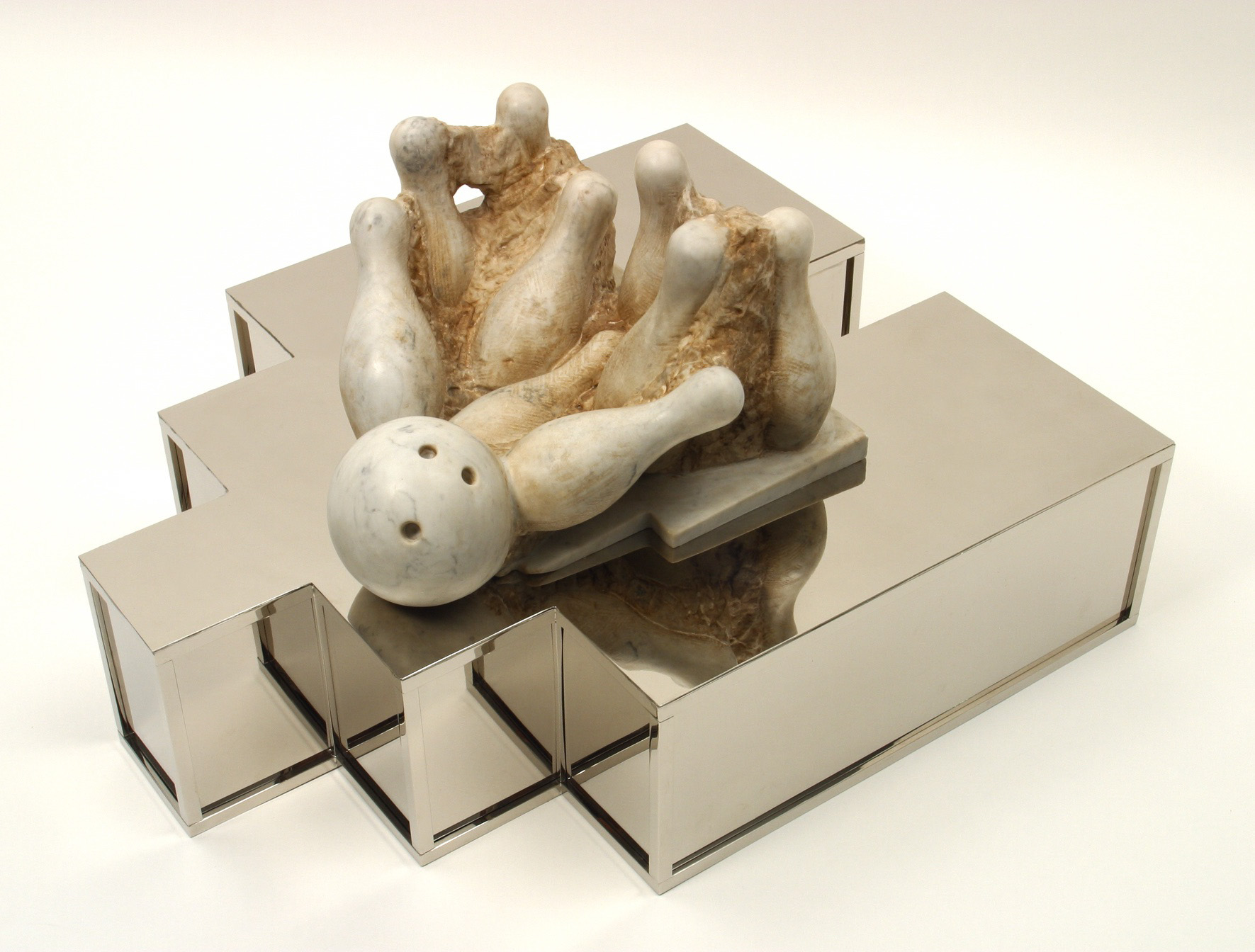Michele Chiossi Strike, 2003 marmo bianco statuario, ottone cromato bowling scultura colpo vincente statuaria