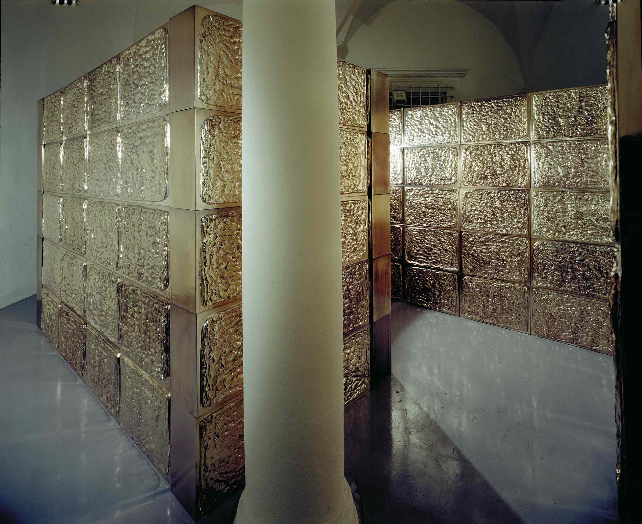 Michele Chiossi Il labirinto, 2001  HDR, cromatura focaccia modulo cromatura riflessione fame nel mondo installazione architettura componibile scultura percorribile