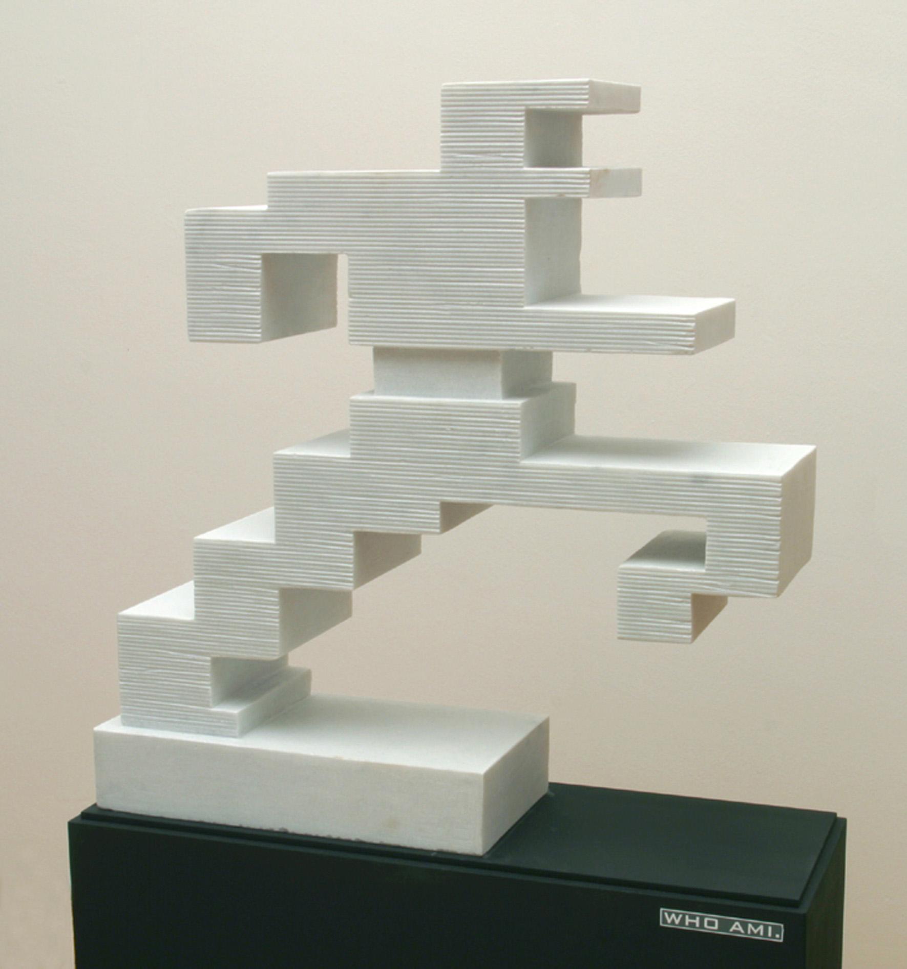 Michele Chiossi WHO AM I., 2002  marmo bianco statuario scultura uomo in corsa zigzag pixel videogame Boccioni Umberto tributo omaggio forme uniche della continuità nello spazio