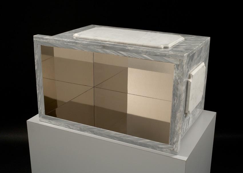 Michele Chiossi INCIPIT I, 2005  bardiglio, marmo statuario,  ottone nikelato, laminato tributo Piero Manzoni base magica socle riflessione piedistallo scultura classicità