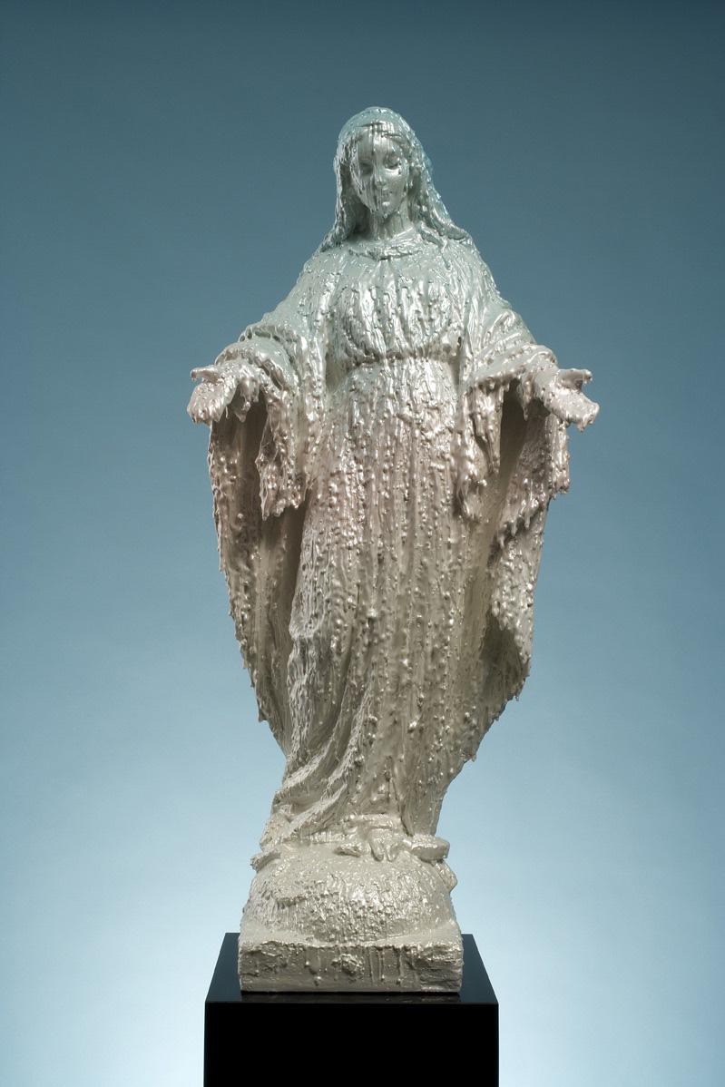 Michele Chiossi La Marie 2000, 2006  resine RP, car paint scultura Madonna Misericordia candele scioglimento scioglievolezza apparizione sfumato manto dolcezza sacro sacralità preghiera