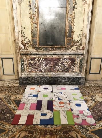 DETTO DI PENSIERO Michele Chiossi scultura omaggio Alighiero Boetti arazzo tappeti meditazione yoga marmo colore lettere parole Carrara installazione