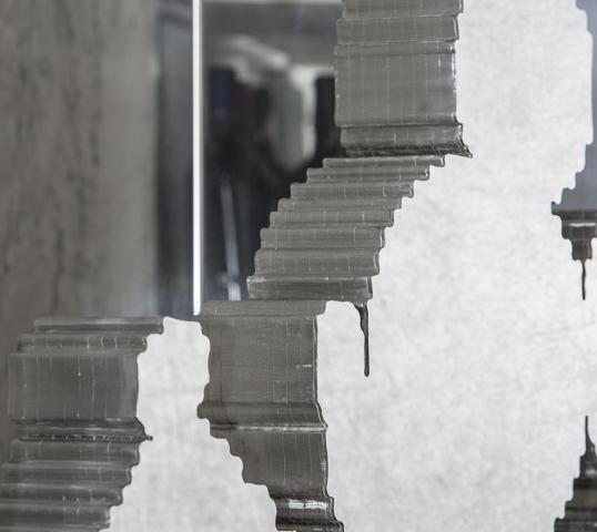Michele Chiossi scultura FOREVER MICKEY, 2020 acciaio Topolino Mickey Mouse Walt Disney zigzag pixel videogame specchio yacht luxury Rolex collezione privata Forever Logica cantieri arte contemporanea scultore internazionale