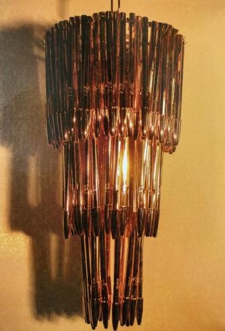 """Michele Chiossi Golden Jugend Stilo, 2005 ottone dorato, penne """"Bic Celebrate"""", cavo, lampadina omaggio tributo Aldo Mondino scultura lampadario oro Jugend Stil oro"""