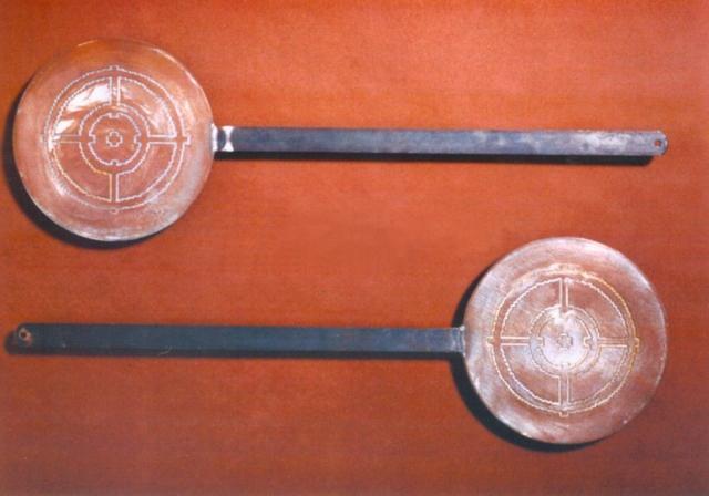 Michele Chiossi scultura Hot Target Food, 2001 incisione su testi in ferro castagnaccio food tradizioni culinarie zigzag pixel obbiettivo target happening necci bersaglio slowfood Lunigiana Garfagnana cultura popolare