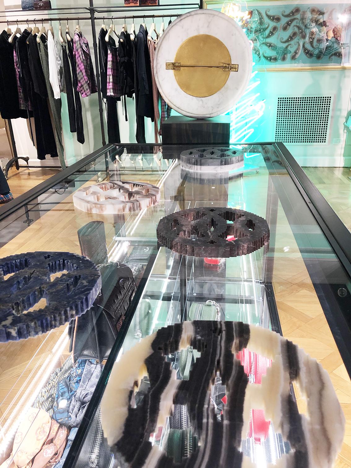 Michele Chiossi scultura JAIPUR H, 2018 marmi policromi labirinto Hermes Vivienne Westwood Milano boutique mostra exhibition ARTYVISME