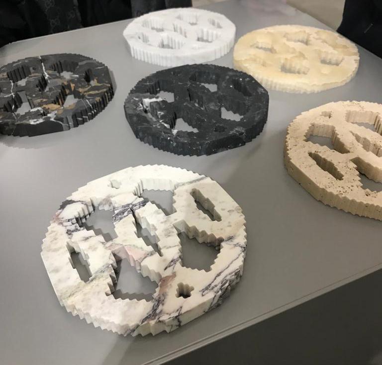 Michele Chiossi scultura JAIPUR H, 2018 marmi policromi Hermes India Rajasthan labirinto architettura stratificazioni tempo zigzag pixel ornamento astrazione
