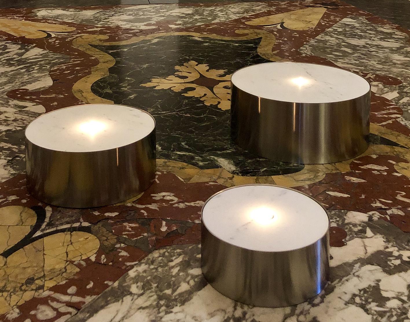 Michele Chiossi JUDD TEA LIGHT, 2019 marmo statuario, acciaio luce candela lumino Scultura reverie minimalismo Donald installazione Carrara