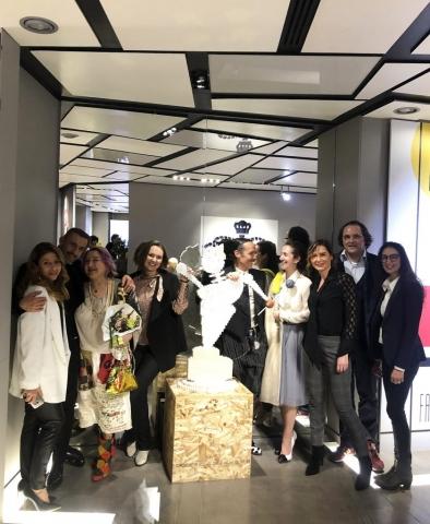 Michele Chiossi scultura 💯maskott centenario Bauhaus marionetta zigzag pixel opening Les Copains fashion moda Milano amici collezionisti galleristi