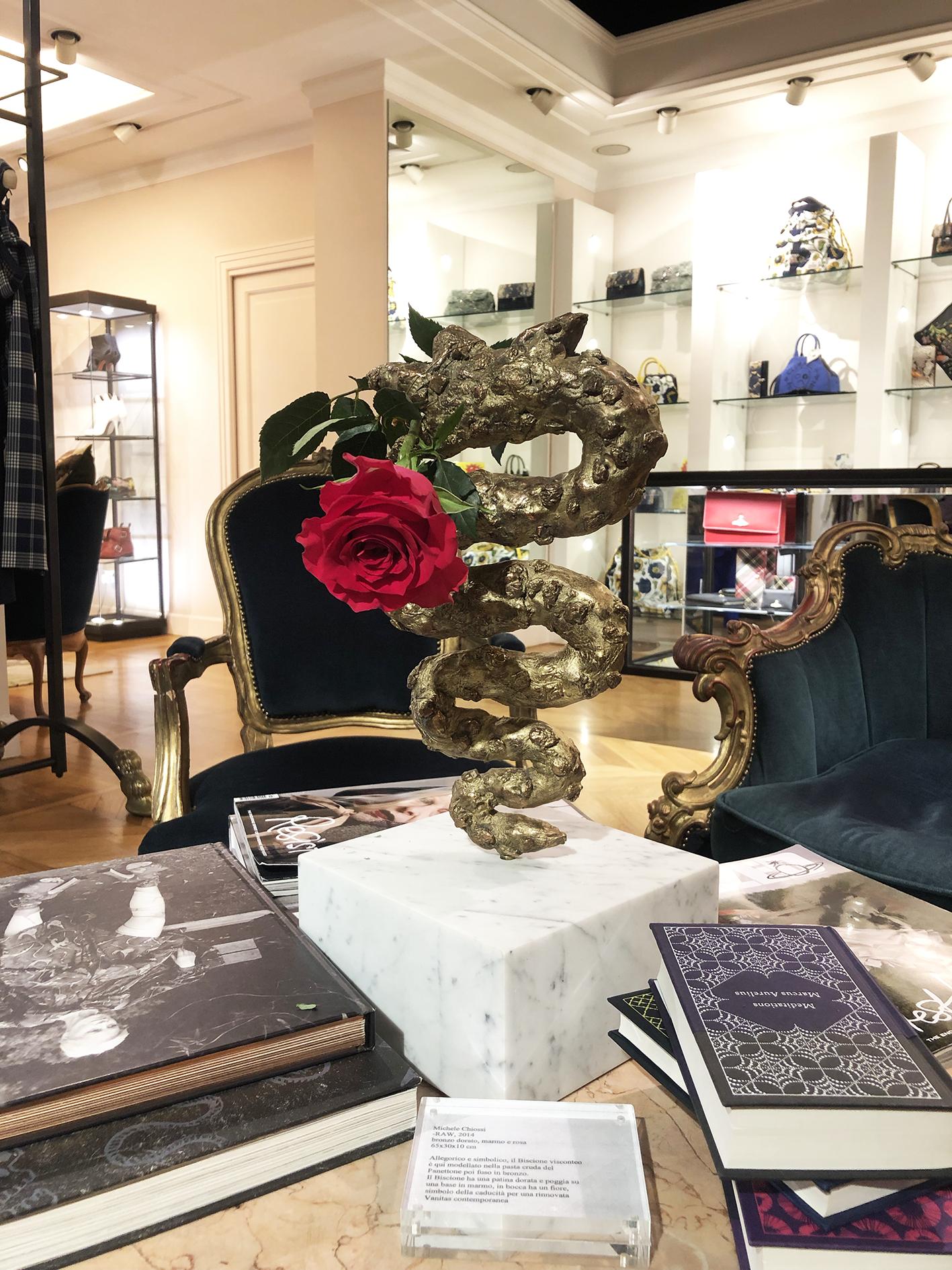 Michele Chiossi scultura RAW Panettone ARTYVISME boutique Vivienne Westwood Milano bronzo rosa vanitosa natura morta libri fashion moda