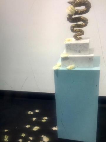 Michele Chiossi RAW, 2014   bronzo dorato, marmo e rosa scultura medioevo Vanitas Natura Morta still life Biscione Milano icona Panettone food fiori Drago caducità