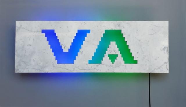 Michele Chiossi scultura NEON ENERGY VA, 2017  marmo statuario, acciaio, neon  logo brand VA Albertoni zigzag pixel videogame retroilluminazione percezione installazione site specific permanente