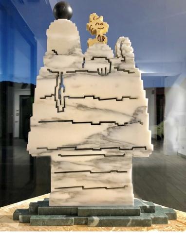 Michele Chiossi scultura You and Me, 2018 marmo statuario, verde Alpi, nero Belgio, giallo Spagna Snoopy Woodstock amici Peanuts zigzag pixel videogame